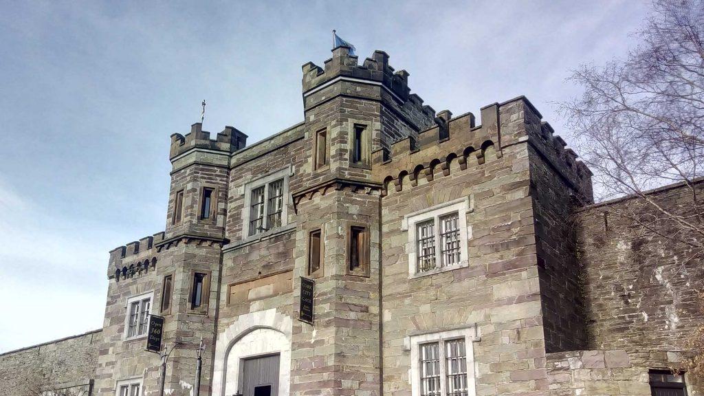 Castillo Irlanda - Estudiar o trabajar