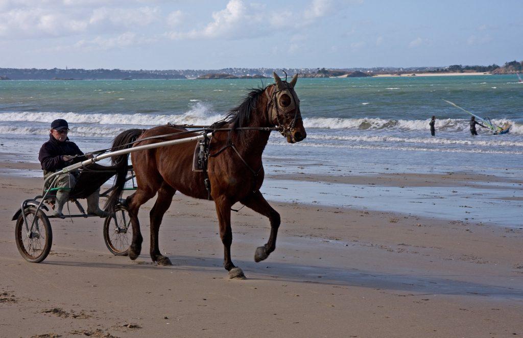 Playa surfista en Irlanda